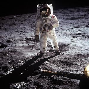1200px-Aldrin_Apollo_11